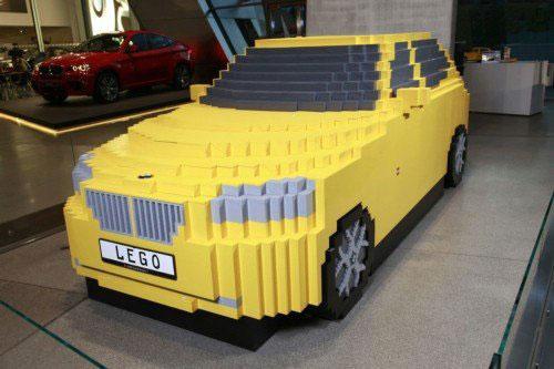Автомобиль BMW X1 из конструктора лего