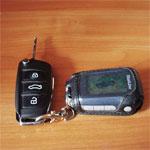 Ключи от автомобиля на столе