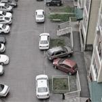 Выбор места для парковки во дворе