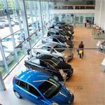 Осмотр и выбор автомобиля в автосалоне